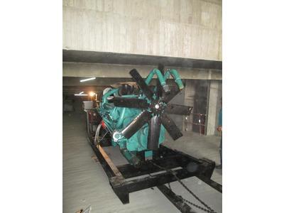 重機械搬運發電機作業