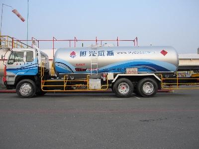 本公司10噸液化石油氣槽車,服務對象大型工業用戶