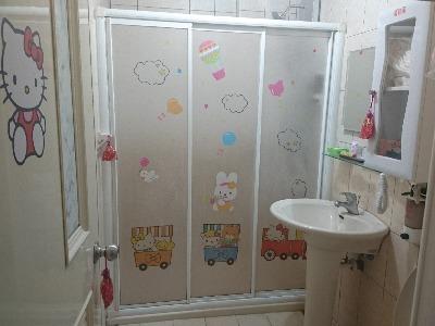 二樓溫馨的浴室