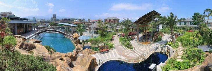金湧泉SPA溫泉會館,位於金山萬里地區,享有得天獨厚的豐富資源,擁有珍貴、稀少的海洋海底溫泉,提供給顧客的是最佳的泡湯享受、靜謐的環境以及悠閒的氛圍。  金湧泉SPA溫泉會館設備完善,擁有水療spa設施、露天主題溫泉、室內男女風呂、豐富美味的飲食饗宴及舒適的渡假套房。滿足您於休閒假期的需求,給您絕佳的渡假天堂,盡情釋放您的身、心、靈。