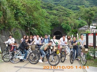 綠色隧道騎鐵馬