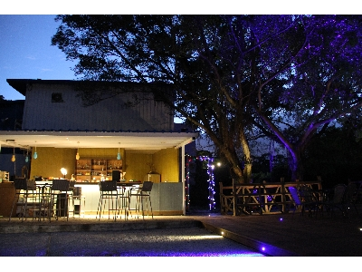 VATHI瓦提咖啡館夜景