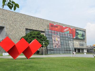 鄰近美術館