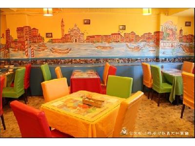 色彩鮮明的用餐環境