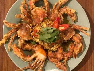 提供各式泰國菜-滑蛋咖喱軟殼蟹