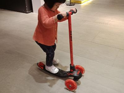 試乘滑板車