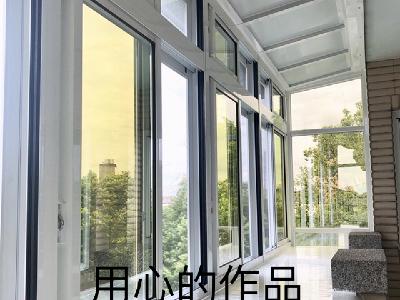 陽台凸窗。用心的作品可以感動週邊的人