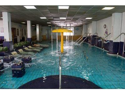 自由游泳池相關照片8