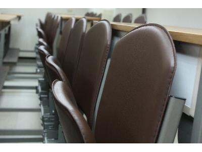 人體工學課桌椅