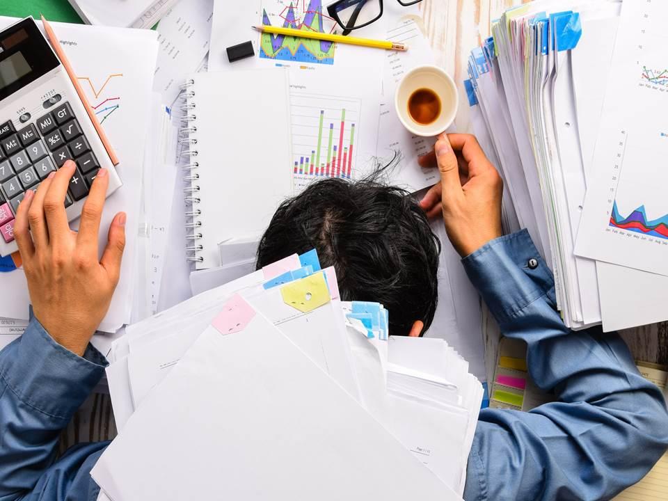 保全長期加班破百小時中風病倒!雇主該如何預防員工超時工作?