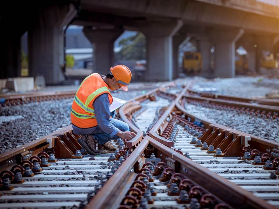 台鐵員工拒「清明連假加班」!遇到員工加班喬不攏該怎麼辦?