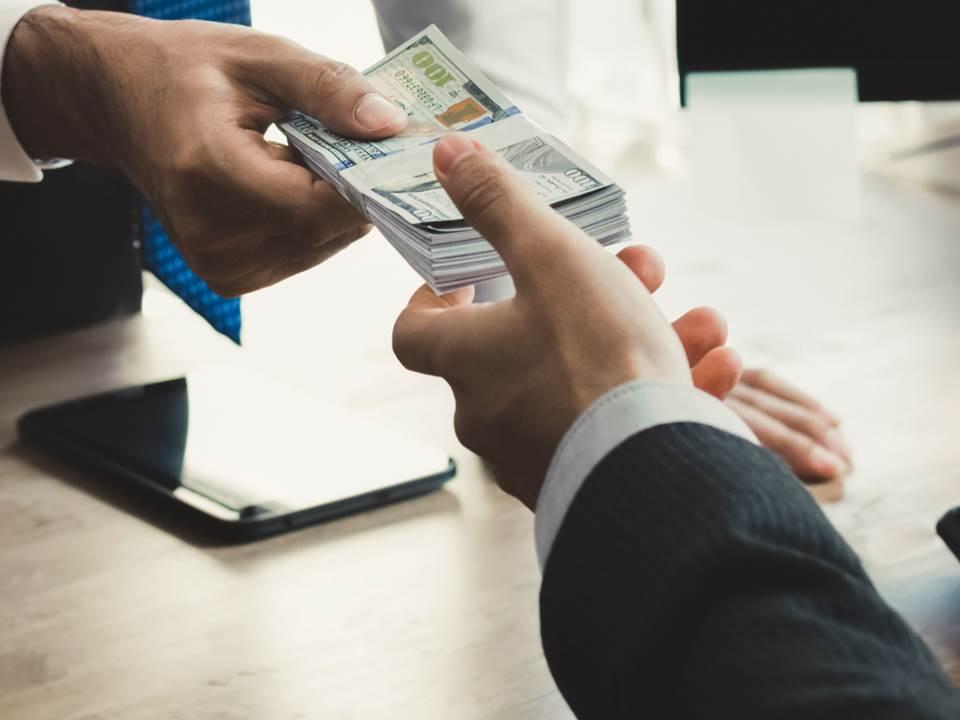 公司可以借錢給員工嗎?沒注意到「這點」恐怕違法!