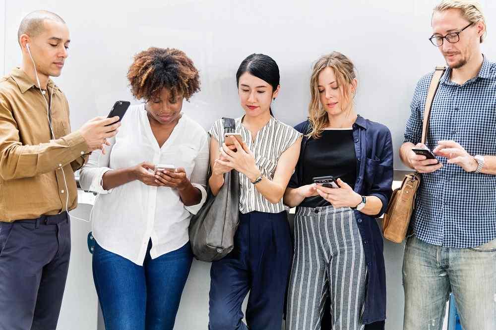 戒掉《手機成癮症》3種方法不當低頭族,重新抬頭看世界!