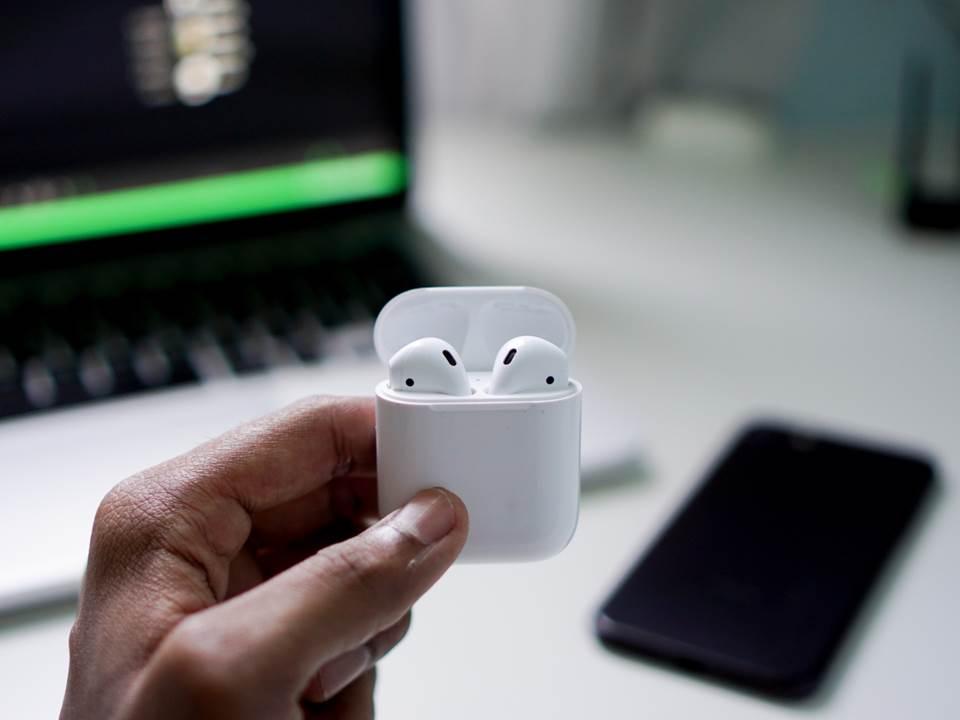 戴AirPods惹人厭機率增3倍!上班戴耳機真的會影響觀感?