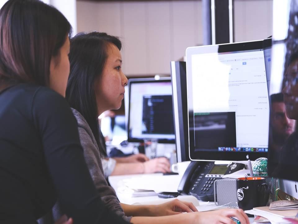 覺得最辛苦的就是自己!職場上,你遇過「假工作狂」主管嗎?