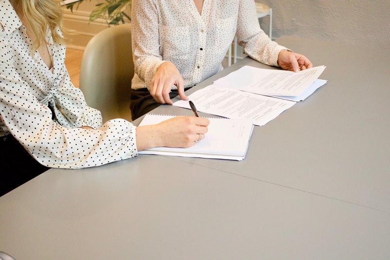 和員工約定試用期、離職日,是否合法?