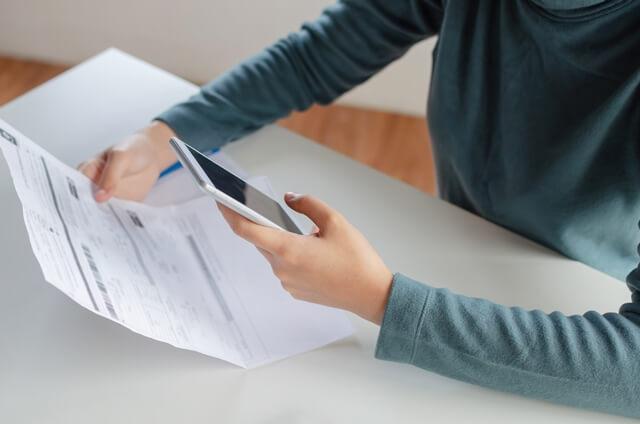 員工月中離職(不足月、大小月),勞健保費如何處理、計算?
