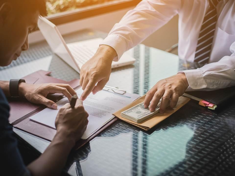 勞保紓困貸款怎麼借?年關將至,10萬救急金申請步驟一次看